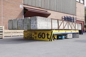 Visomis kryptimis judantys fiksuoto poslinkio transportavimo vagonai (su akumuliatoriumi) kranams